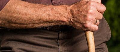 La maladie de Parkinson tremblement age vieux accident