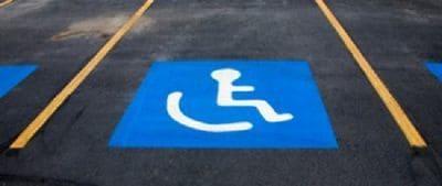 stationnement route fauteuil carte invalidité handicap