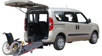 véhicule voiture rampe fauteuil handicapés location bus