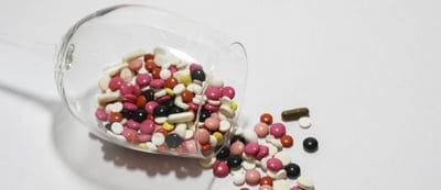 surmédication médication consultation médecin prise ordonnance gellule